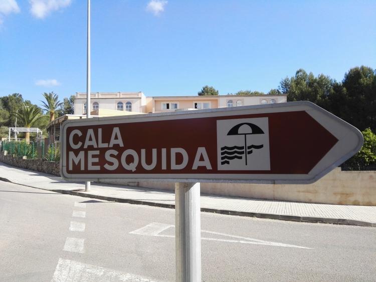 Schild Cala Mesquida Strand